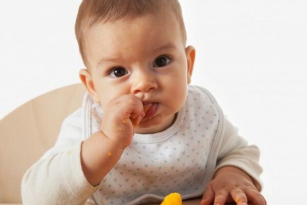cẩn thận khi chọn đồ cho trẻ sơ sinh