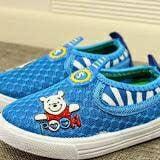 Giày thế thao lưới gấu pooh  Size:   18,19,20,21,22,23 bé 1-3 tuổi