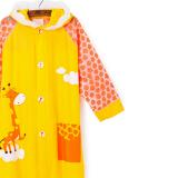 mặt trước Áo mưa hình thú cho bé đi học, sau lưng áo được thiết kế rộng hơn có thể trùm luôn cả balo đeo sau lưng mà không sợ ướt. Chất liệu PVC tốt  Size: M(dài 63cm cho bé 100-110cm)            L(dài 69cm cho bé 110-120cm)            XL(dài 74cm cho bé 120-130cm)            XXL(dài 80cm cho bé 130-150cm)