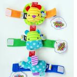 Lục lạc đeo tay cho bé nhiều màu sắc chính là món đồ chơi cho bé sơ sinh mà bạn đang tìm kiếm. Lục lạc đeo cổ chân tay cho bé rất dễ thương vì thiết kế thật nhỏ, nhẹ và xinh xắn, màu sắc tươi tắn thu hút bé quan sát, mỗi cử động của bé sẽ có tiếng kêu t  Size:  Chiều dài 18 cm, thương hiệu Taggies