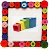 Lồng Hộp Vuông. Gồm 4 hộp bằng gỗ, có thể lồng vào nhau hoặc xếp chồng lên nhau tạo ra khối hình tháp. Bé phải tập quan sát và nhận biết kích thước các hộp vuông, sau đó vận dụng tư duy logic để xếp hoặc lồng chúng lại theo thứ tự nhỏ dần. Trò chơi giúp bé luyện cho đôi mắt linh hoạt, đôi tay khéo léo để có được hình tháp chính xác và đẹp nhất.  Size: 10 x 100 cm