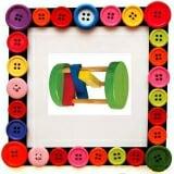 Lục lặc tròn Gồm: 2 hình tròn đường kính khoảng 80mm được gắn trên 3 trục đường kính 8mm, chiều dài trục 120mm. Trên mỗi trục  lồng một thanh gỗ sơn màu để khi lăn tạo tiếng kêu.Chất liệu bằng gỗ sơn màu.  Size: 10 x 10 x 12 cm.