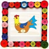 Tranh ghép hình con gà mái Tranh ghép hình con gà mái là Sản phẩm bao gồm1 khung nền gỗ và những mảnh ghép bộ phận của con gà mái. Những mảnh ghép này sẽ được xáo trộn ngẫu nhiên để các bé tự ghép hoàn thiện con gà mái như tranh mẫu. Sản phẩm giúp bé rèn luyện tư duy và kích thích sự phát triển trí thông minh cho trẻ. Sản phầm phù hợp với trẻ từ 3-6 tuổi.  Size: 16 x 24 cm