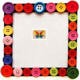 Tranh ghép hình con bướm. Bằng gỗ, 11 chi tiết lắp ghép sơn màu.  Size: 16 x 24 cm
