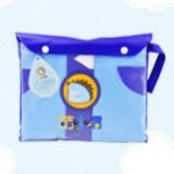 Áo mưa vạt tròn thắt nơ phong cách Hàn Quốc cho bé đi học, sau lưng áo được thiết kế rộng hơn có thể trùm luôn cả balo đeo sau lưng mà không sợ ướt. Chất liệu PVC tốt  Size: M(cho bé 4-5t cao 100-115cm) L(cho bé 5-6t cao 112-125cm) XL(cho bé 6-7t cao 122-135cm) XXL(cho bé trên 7t 132-165cm)