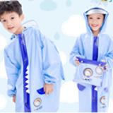 Áo mưa hoạt hình phong cách Hàn Quốc cho bé đi học, sau lưng áo được thiết kế rộng hơn có thể trùm luôn cả balo đeo sau lưng mà không sợ ướt. Chất liệu PVC tốt  Size: M(cho bé 4-5t cao 100-115cm) L(cho bé 5-6t cao 112-125cm) XL(cho bé 6-7t cao 122-135cm) XXL(cho bé trên 7t 132-165cm) Đặt hàng ngay kể từ lúc shop check FB hàng sẽ gửi trong vòng 2-3 ngày nha các bạn ☎️ Xem nhiều mẫu hơn tại http://shopqua.com Hotline :098 224 2238 - 090 962 0234 (Ms. Nguyên).