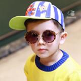Kính gọng tròn da báo- thời trang Hàn Quốc,nhẹ, rất thoải mái khi đeo -  Vật liệu dẻo, bền và thân thiện với môi trường  -  Thương hiệu Lemonkid Hàn Quốc, có giấy chống hàng giả -San pham co chung nhan CE,Chong tia cuc tim: UV 400, nặng 0,150kg Phu kien kem theo: hộp bọc da thêu hình và khăn lau  Size: free size cho bé từ 2-10 tuổi