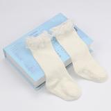 vớ ren công chúa thương hiệu KIDS SOCKS chất liệu: Cotton, co giãn tốt. Đế có lớp chống trơn trượt  Size: S (0-2 tuổi), M (2-4 tuổi)
