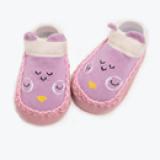 vớ hoạt hình chống trượt đế xuồng. Sản phẩm thiết kế 2 trong 1, vừa là đôi giày vải êm ái, vừa là đôi vớ cổ ngắn cho bé.  Size: 13cm(3-12 tháng)