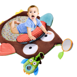 Thảm chơi, thảm nằm chơi cho bé -Thật tuyệt vời khi bé yêu thoải mái bò, nằm... trong chiếc thảm chơi cho bé với đủ sắc màu, hình ảnh sống động.    -Nằm sấp là khoảng thời gian vô cùng quan trọng cho kỹ năng vận động của bé. Nằm sấp khi vui chơi giúp bé nhanh biết bò, biết đi sớm hơn, do khả năng cân bằng được rèn luyện. Hãy đặt bé yêu của bạn nằm sấp trên một tấm thảm hoặc thảm đồ chơi mỗi ngày ngay khi bé biết nâng đầu.  -Thảm được trang trí bằng nhiều hình động vật đầy màu sắc sống động, không chỉ thế đồ chơi lục lạc khi chơi phát ra âm thanh rất vui tai giúp bé phát triển thị giác cũng như thính giác. Ngoài ra, còn tập cho bé khả năng cầm nắm đồ vật hay tập cho bé khả năng vận động giúp tứ chi linh hoạt hơn  -Thảm được làm bằng vải mềm, an toàn cho bé.  -Mẹ dễ dàng xếp gọn lại, cất trong tủ hay mang theo khi đi du lịch mà không chiếm mất nhiều không gian.  Size: 76x76cm, thương hiệuSkiphop