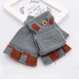 găng tay lật nửa ngón tay( có thể thay đeo cả ngón khi gấp mặt trên xuống)Thiết kế đơn giản, ôm sát các ngón tay, kẽ ngón tay được thiết kế vừa vặn với từng độ tuổi khác nhau. Thiết kế nhỏ gọn, đảm bảo giữ ấm nhưng vẫn thoải mái cho các hoạt động của bé Màu sắc tươi sáng, bắt mắt.Len mềm, không chứa chất hóa học vô cùng an toàn cho làn da của bé.  Size: 11,5 * 7,5cm, bé từ 2-7 tuổi.