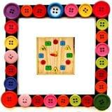 Đồng Hồ Học Số Và Học Hình EDUGAMES - GA533 có 2 chiếc kim giờ và phút có thể xoay được, đồng thời các con số được in trên những hình khối đầy màu sắc được thả vào các lỗ có hình tròn, vuông, tam giác,chữ nhật, tạo sự thích thú cho bé khi chơi. Với sản phẩm này bé sẽ bước đầu làm quen với thế giới toán học một cách sinh động và vui vẻ nhất. Sản phẩm mang tính giáo dục cao sẽ mang đến cho bé những giây phút vừa học vừa chơi thật lý thú. Gồm 12 mặt số là các hình khối, được thả vào các lỗ có hình tròn, vuông, tam giác, chữ nhật. Kim đồng hồ xoay được để chỉ giờ và phút. CÁCH CHƠI: Bé hãy lấy các khối gỗ có in 12 chữ số thả vào các lỗ tròn theo thứ tự đúng, sau đó bé có thể tập xem giờ bằng cách xoay kim giờ và kim phút đến các số bé muốn và đọc thật to giờ và phút lên cho bố mẹ nghe nhé.  Size: 28x 28x 6 cm