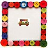 Bộ xếp hình 44 chi tiết trên xe. Hộp có bánh xe, gồm 44 chi tiết bằng gỗ phủ bóng và sơn màu. Phù hợp cho trẻ từ 3 đến 6 tuổi.  Size: 38 x 24 x 7,5 cm.