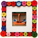 Cân bán hàng Bằng gỗ sơn màu  Size: 26 x 9 x 24 cm.